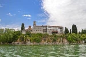 Saint Naum klooster vanuit het Ohrid meer bekeken