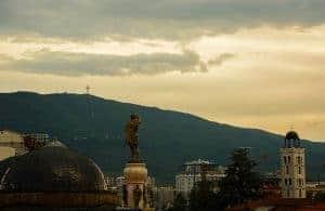 Millennium kruis te vinden op een berg vlakbij Skopje in Macedonië